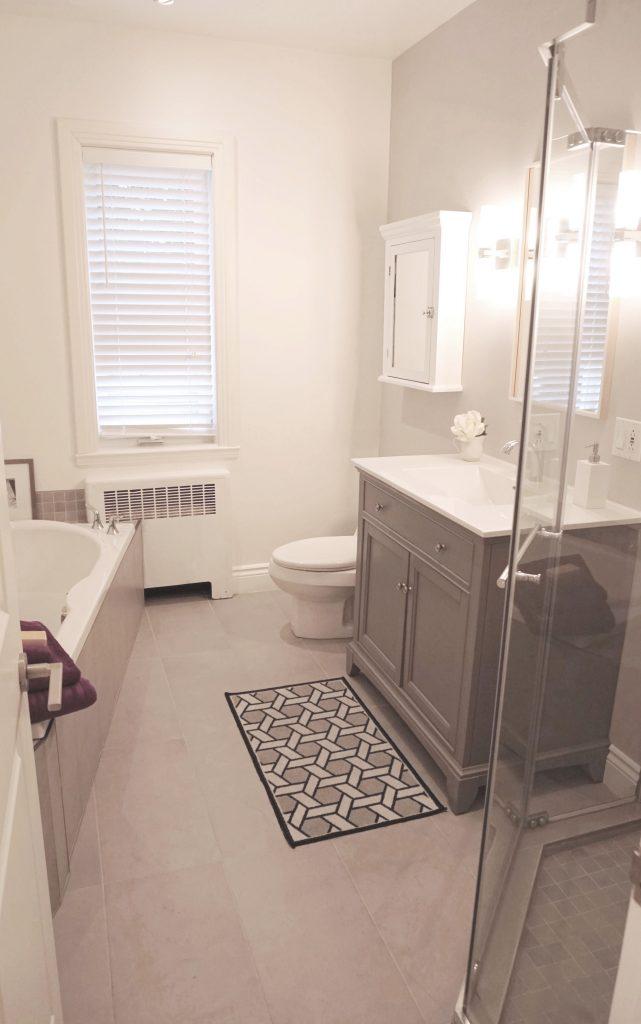 Bathroom Make-Over in Saint-Lambert