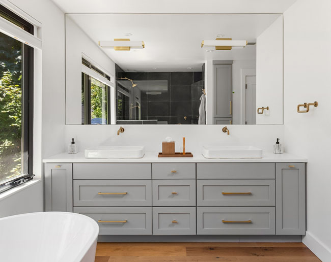Design de chambre avec une salle de bain