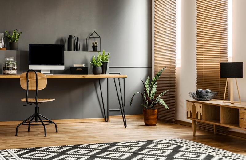 Un bureau à domicile dans le salon