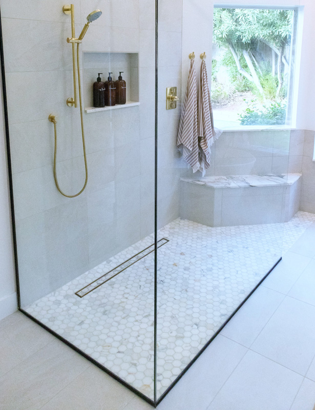 Spacious and curb-free 'Italian' showers